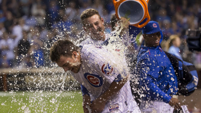 Kris Bryant walk off celebration