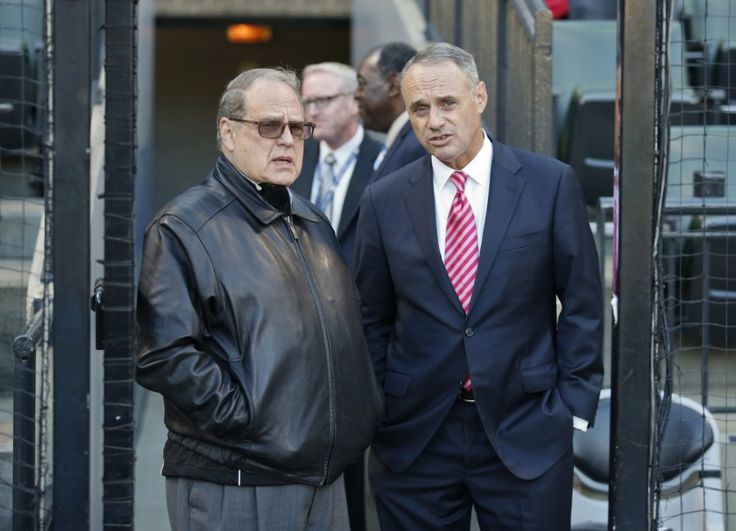 Jerry-Reinsdorf-and-Rob-Manfred-1068x771